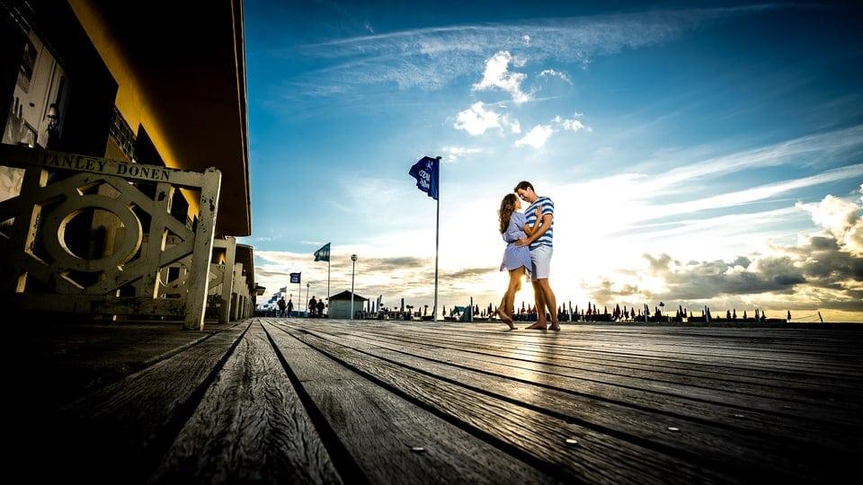 save the date du mariage de Marine et Hugo à Deauville d'un photographe du Loiret à Montargis