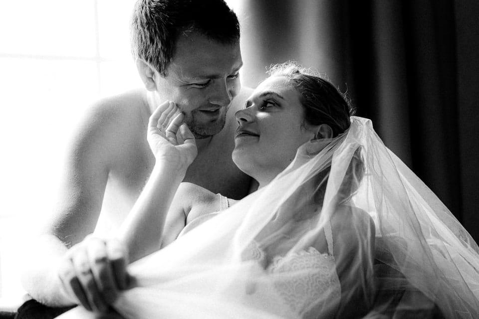 Mariage intime et haut de gamme à Deauville de Marine et Hugo par un photographe du Loiret en Centre Val de Loire à Gien