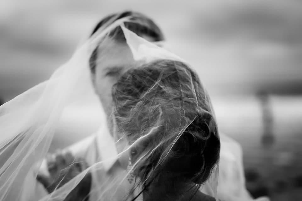 Mariage plage à Deauville de Marine et Hugo par un photographe du Centre Val de Loire dans le Loiret à Lorris