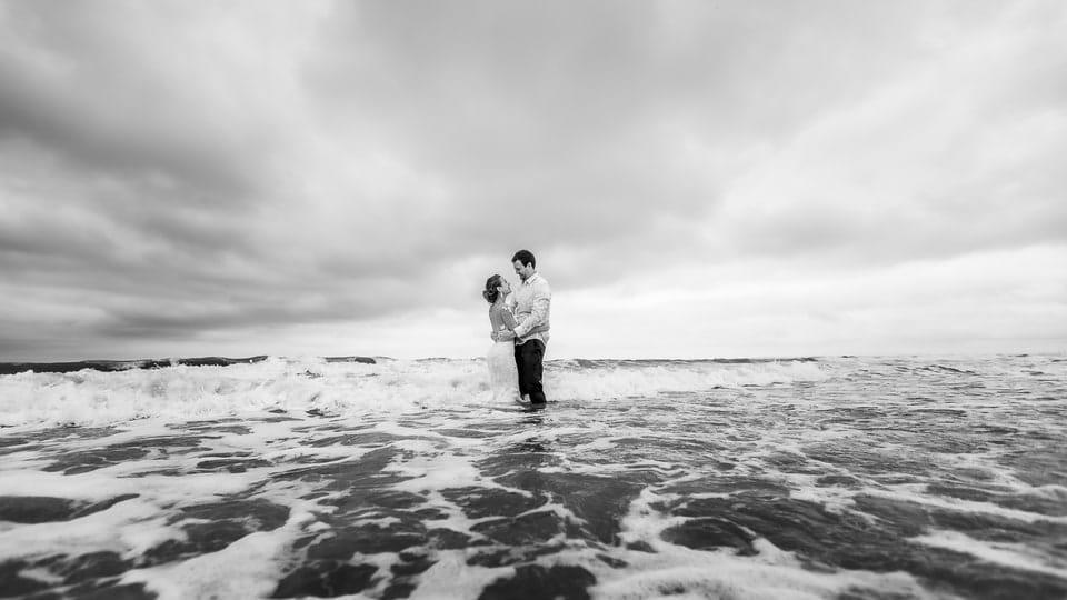 Mariage plage à Deauville de Marine et Hugo par un photographe du Centre Val de Loire dans le Loiret et Paris