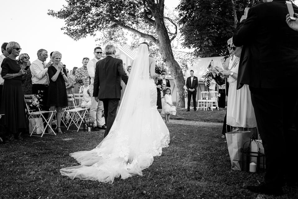 Mariage luxe haut de gamme à Deauville de Marine et Hugo par un photographe du Centre Val de Loire dans le Loiret et à Chartres