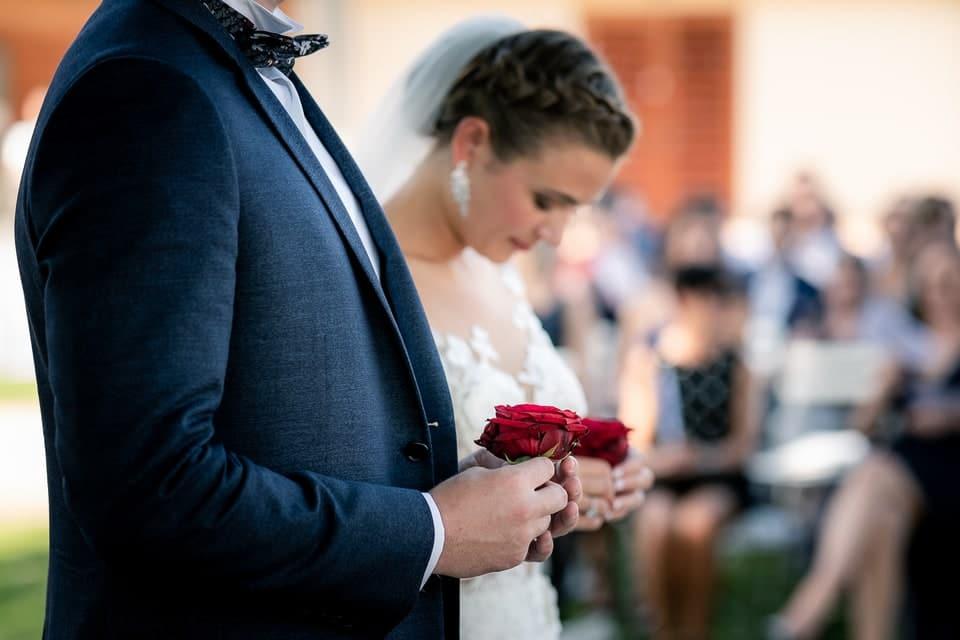 Cérémonie laïque haut de gamme à Deauville de Marine et Hugo par un photographe de mariage du Centre Val de Loire dans le Loiret à Gien