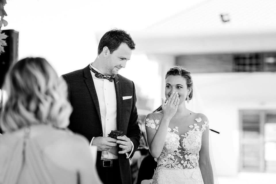 Cérémonie laïque haut de gamme à Deauville de Marine et Hugo par un photographe de mariage du Centre Val de Loire dans le Loiret à Orléans