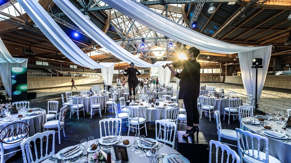 Cérémonie laïque haut de gamme à Deauville de Marine et Hugo par un photographe de mariage du Loiret