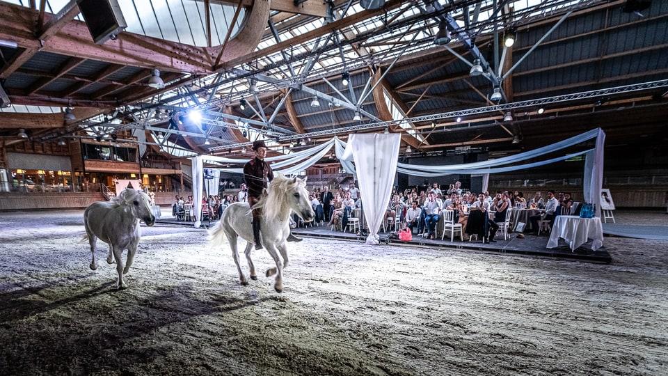 Mariage luxueux et haut de gamme à Deauville de Marine et Hugo par un photographe du Loiret en Centre Val de Loire à Lorris