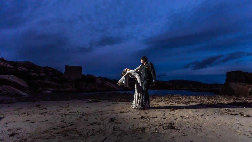 Mariage Haut de gamme sur la plage bohème chic en Corse au Domaine de Murtoli par un photographe de région Centre à Orléans et Gien dans le Loiret