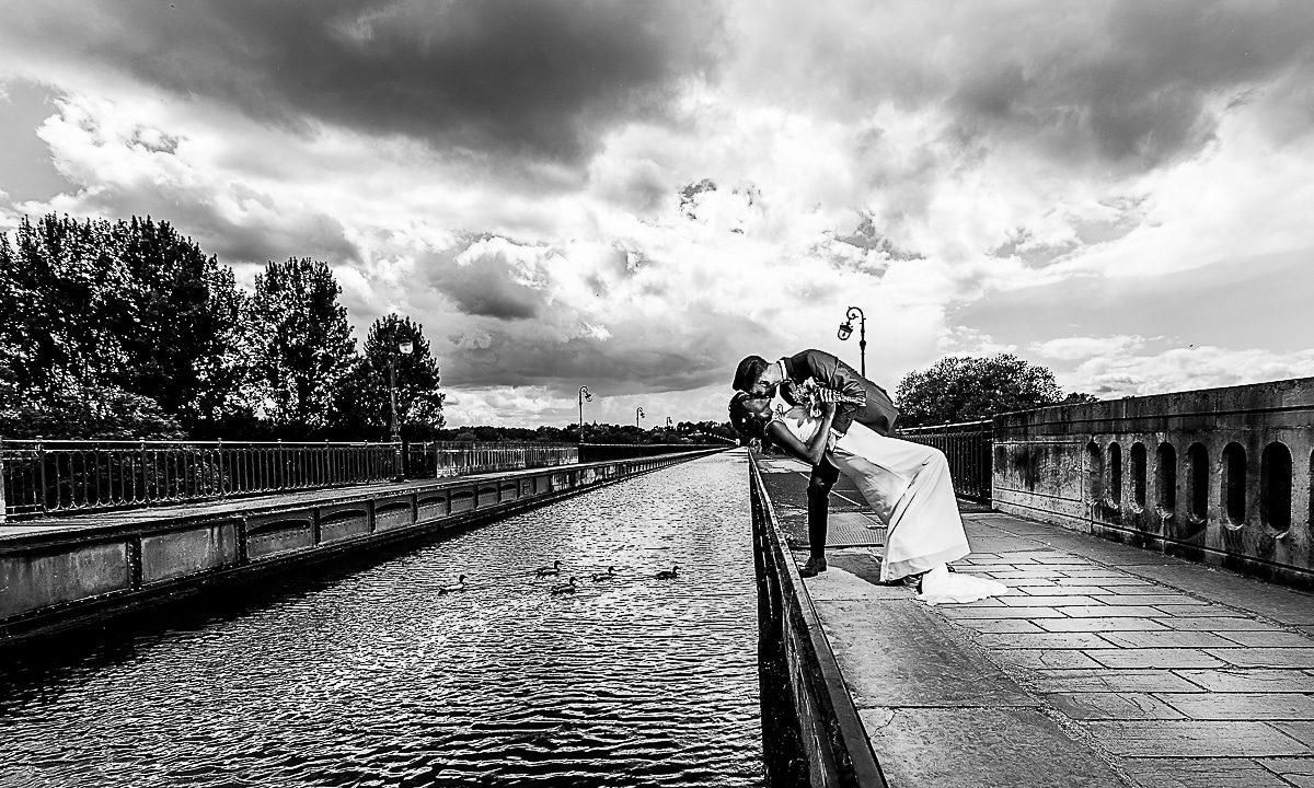 Mariage au Chateau Pont Chevron à Briare sur le pont canal d'une mariée camerounaise par un photographe haut de gamme de la Région Centre Val de Loire à Orléans dans le Loiret 45 en France