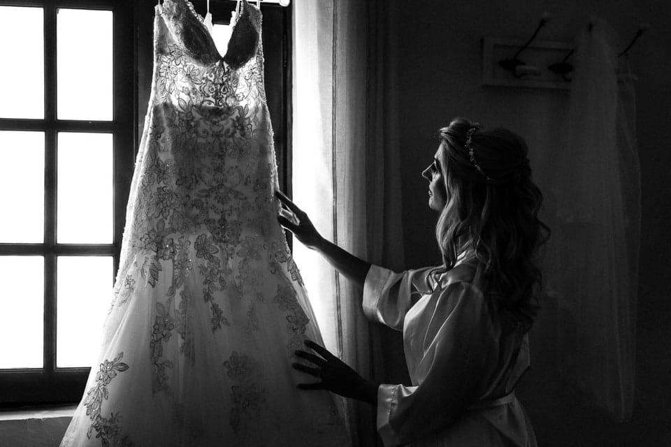 Robe de mariée par un photographe de mariage du Loiret